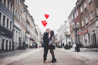 Make a newspaper for Valentine's Day - Happiedays